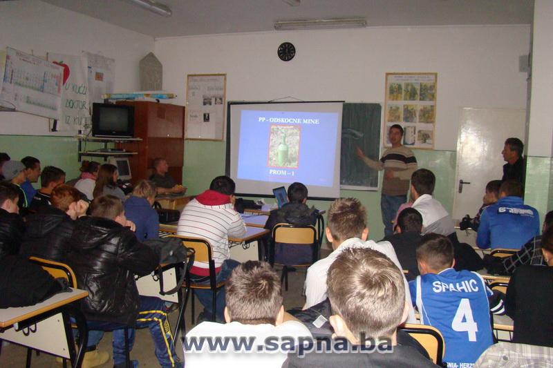 Pregedate slike iz ?lanka: EUFOR odr�ao predavanje za srednjo�kolce